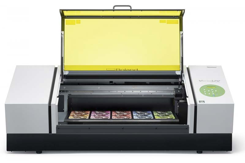 Imprime objetos tridimensionales con la impresión digital directa UV. Barniz blanco, barniz transparente, colores CMYK…